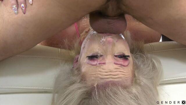 блондинку с силиконовыми сиськами оттрахал мужичок
