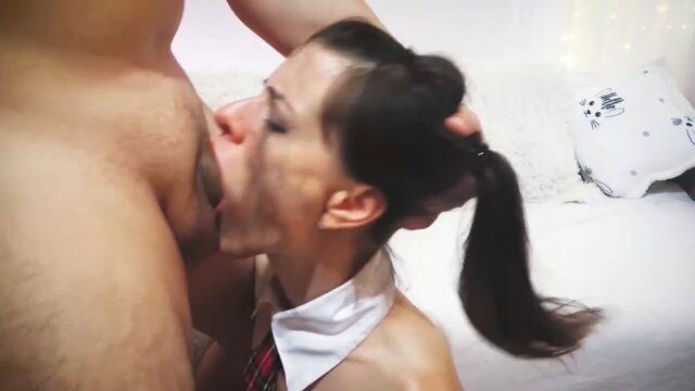 глубокий минет молодой жены