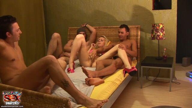 студенческая порно вечеринка