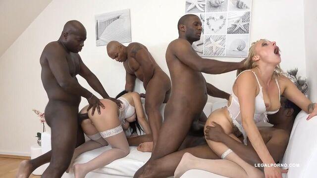 Групповой анальный хардкор с двумя девушками и 4 парнями