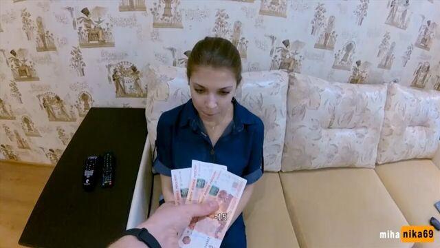 первый трах за деньги с молодой студенткой