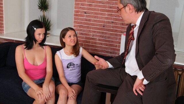 молоденькие лесбиянки лижут киски друг дружке