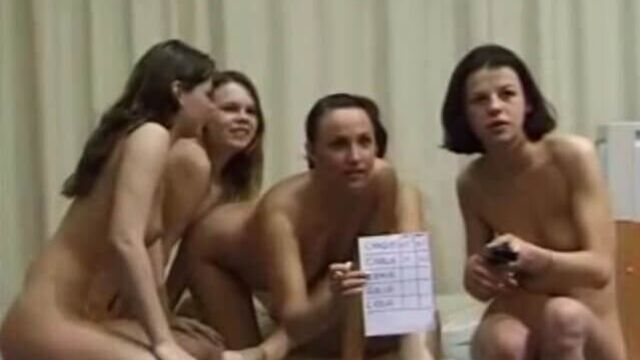 Девушки меряются у кого глубже влагалище