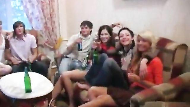 Пьяные русские студенты веселятся на славу