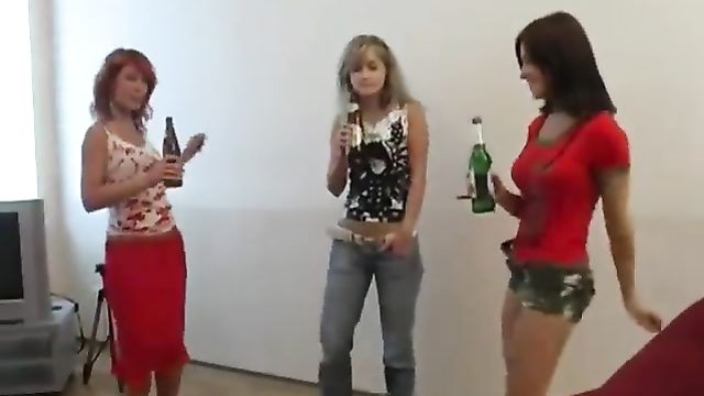 Окончание пьяной русской студенческой групповухи