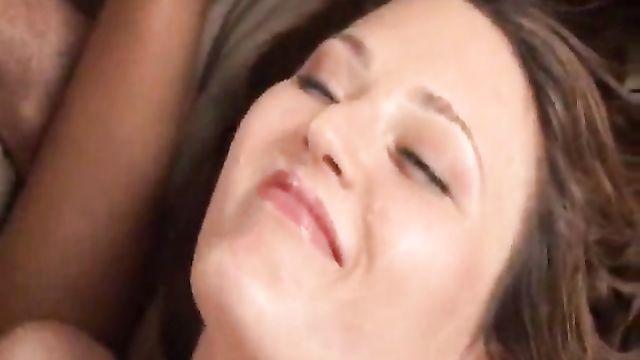 Девочки обожают кушать сперму