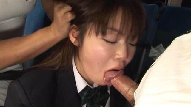 Публичное порно: секс в городском автобусе днем