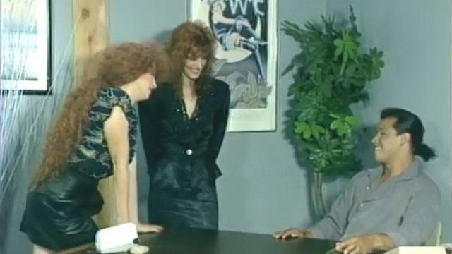 Порно двух подружек с шефом (осторожно, среди подруг гермафродит)
