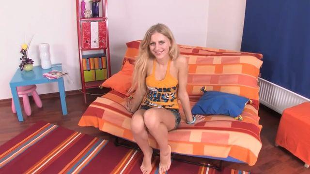 Анальный секс со сладкой попкой 20-летней русской блондинки