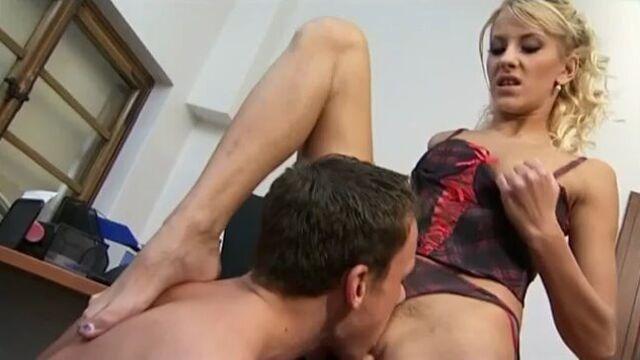 Сочный сквиртинг двух лесбиянок от секс машин