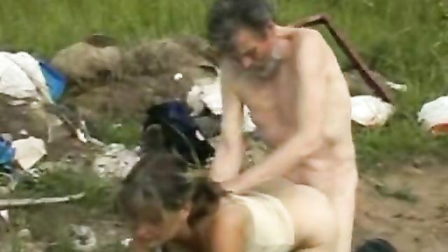 Порно фильм Сексуальная жизнь бомжей