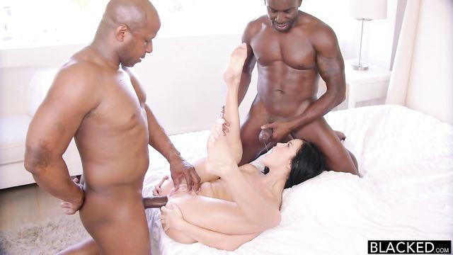 Меган Рейн и 2 толстых черных больших члена