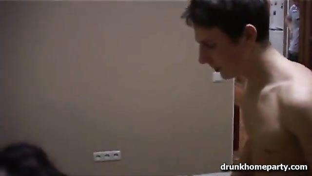 Порно пьяных молодых: Выпили немного, потянуло на секс