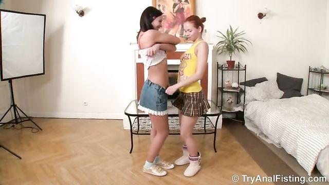 Жесткое фистинг порно с двумя лесбиянками