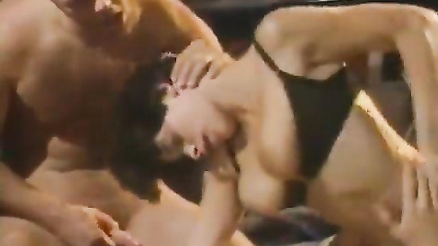Порно фильмы: Доктор пробует всех (1996) с переводом