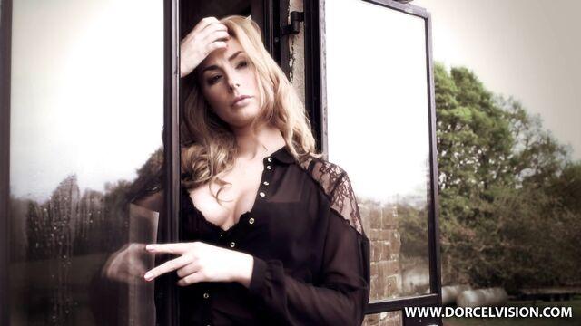 Мадемуазель и ее жеребцы (порно фильм с русским переводом)