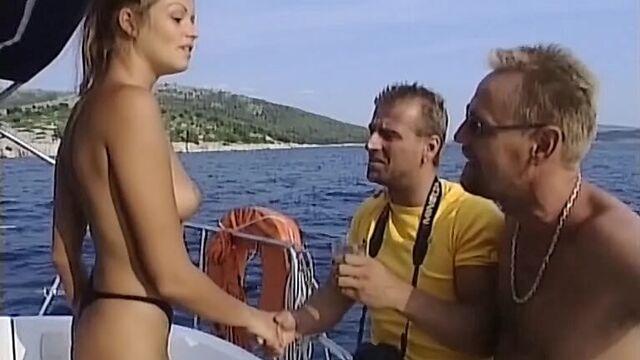 Ариелла - морская девственница - с русским переводом