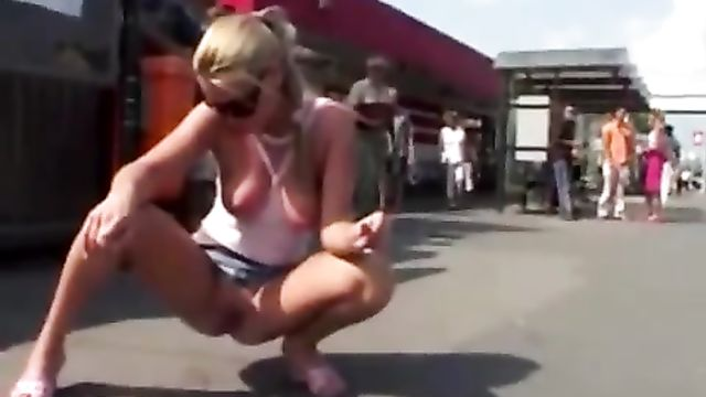 Смешной случай на остановке общественного транспорта