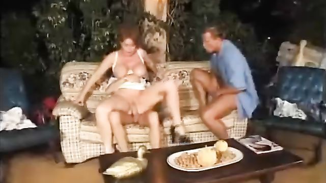 Секс со зрелыми: Толстую старушку в 2 члена во все щели!