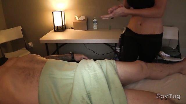 Профессиоанальная массажистка члена спа салона