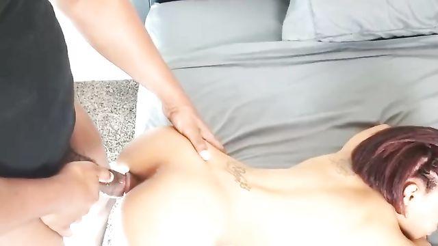 Жесткое порно в анал крупным планом с худой мулаткой