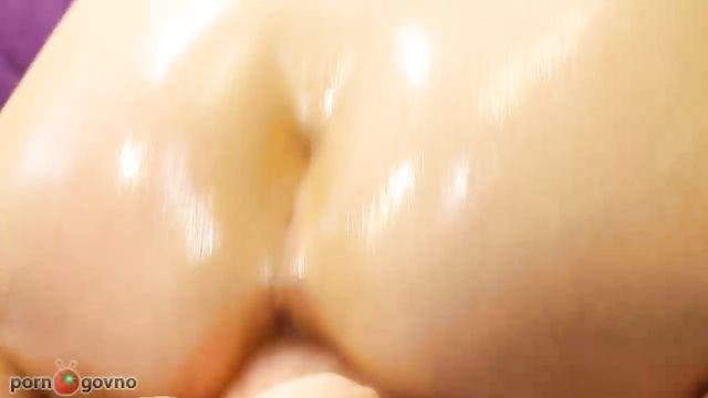 Жесткое порно: Стройная девушка села на большой толстый фаллос