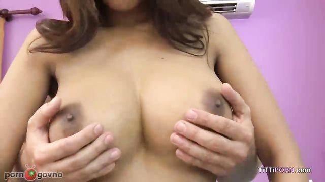 Красивая азиатка с большими дойками на кастинге
