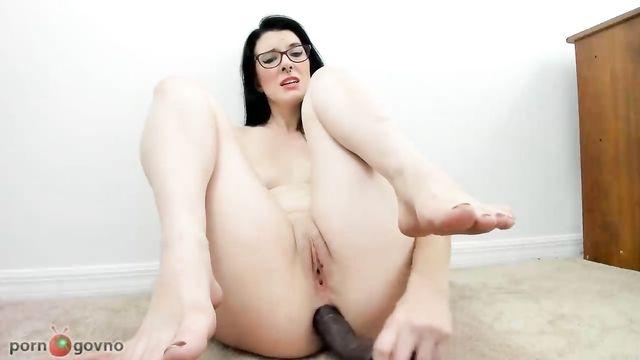 Большой толстый черный длинный член в анале брюнетки