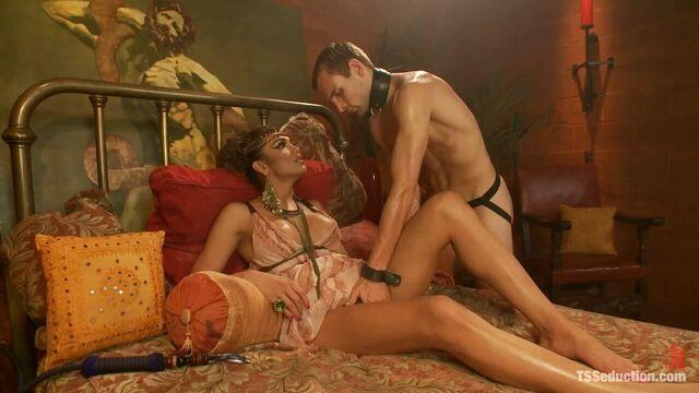 Yasmin Lee - Клеопатра и ее покорный слуга!