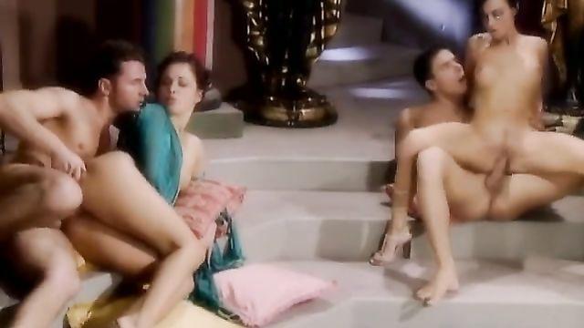 Клеопатра 2 — полнометражный порно фильм с русским переводом
