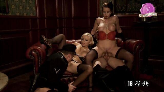 Бесславные сучки / Inglorious Bitches (порно фильм XXX пародия )