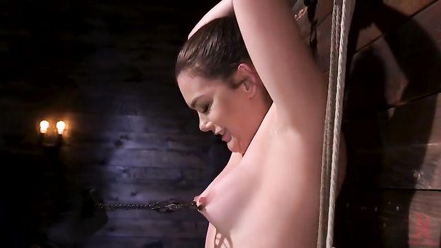 Жесткое порно БДСМ со связанной девушкой