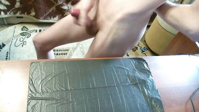 Вячеслав Екимов мастурбирует член перед камерой