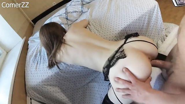 Домашнее порно: Еле проникает большим членом в попку