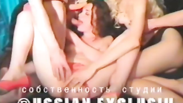 Русский порно фильм: Мокрая именинница Лика