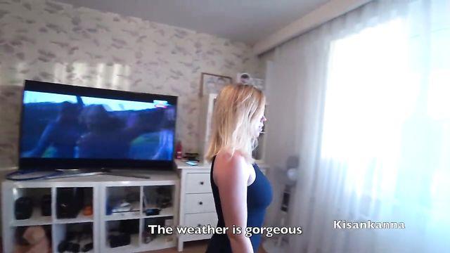 Блондинка с красным хвостом из попы отдалась большому члену