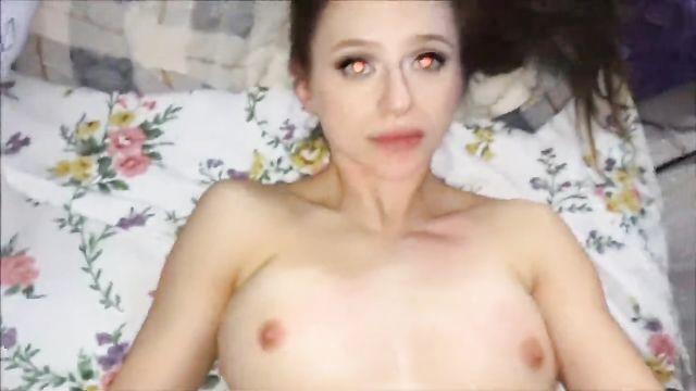 Домашнее порно: малышка сквиртит и дает в тугое очко