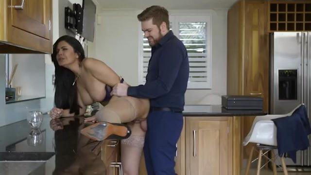 Порнофильм Соблазны замужней женщины (с русским переводом)