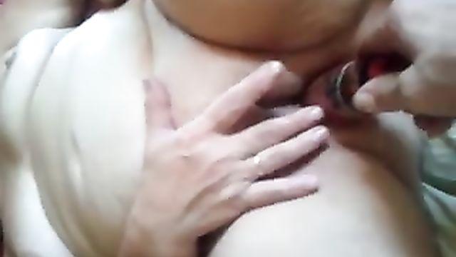 Домашнее видео: Мужик развлекается с бритой пиздой зрелой бабы