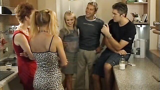 Порнофильм Секс вечеринка по-немецки / La Bums - Die Fickfete (русский перевод)