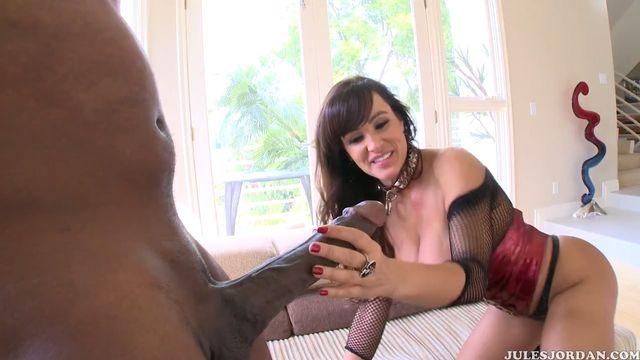 Лиза Энн согласилась на анальный секс с самым большим членом Мандинго
