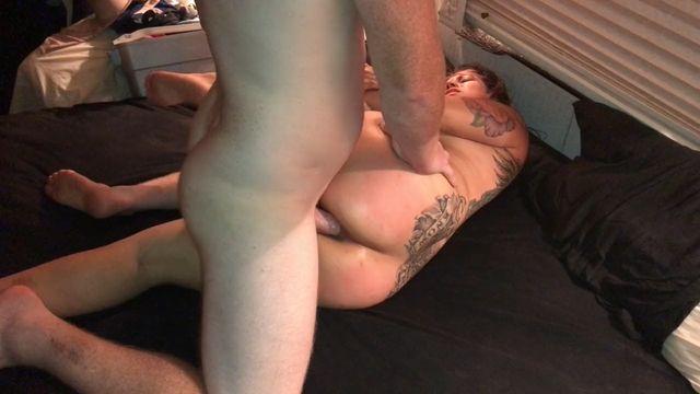 Домашнее БДСМ видео: Рыжий дерет в задницу свою толстушку