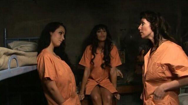 Жасмин в женской тюрьме / Yasmine A La Prison De Femmes (порно фильм на русском)