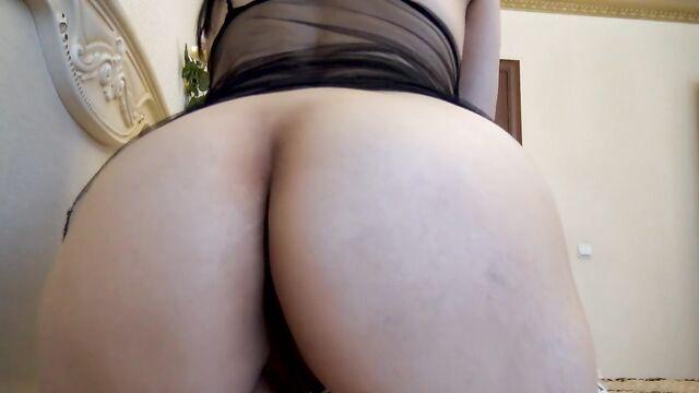 Домашнее секс видео: Засунула в задницу собственные трусики
