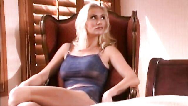 Порнофильм Разговоры и поцелуи Kiss and Tell (2003) c русским переводом