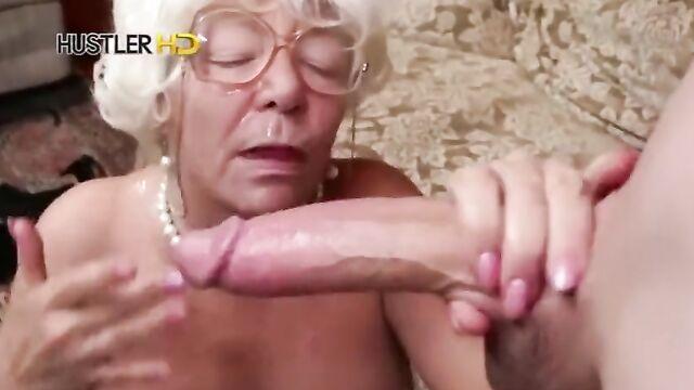 Полнометражное порно видео с заводными ненасытными старушками