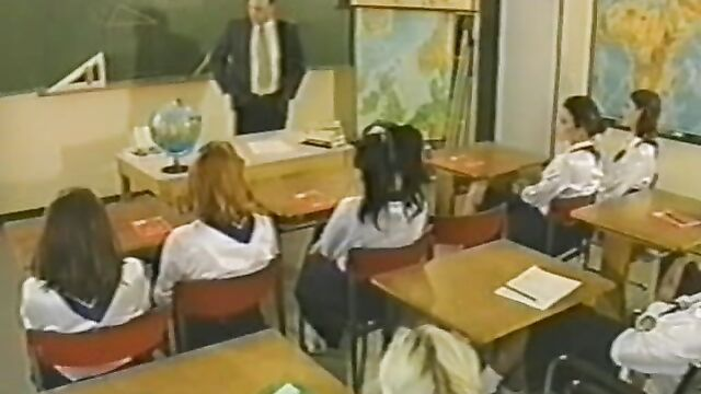 Германские школьницы и новые ученики... Sexskolan (2006)